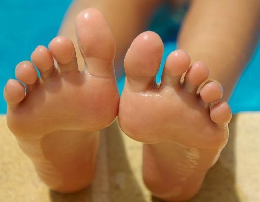 Start de verzorging van uw voeten ! Met Onycosolve het is gemakkelijker